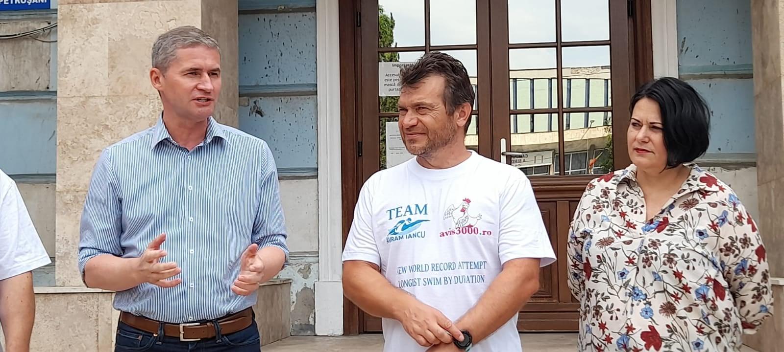 Avram Iancu a pornit în noua aventură de anduranță. Va înota trei zile și trei nopți în Lacul Balaton