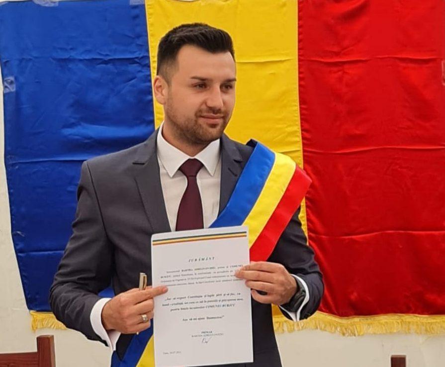 Adrian Ovidiu Bartha, primarul ales al comunei Burjuc, a depus jurământul de învestitură. Fostul ministru Eugen Orlando Teodorovici, prezent la ceremonie