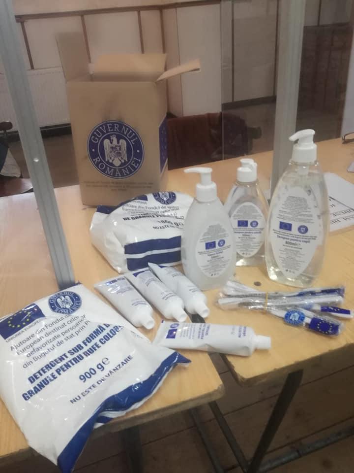 Pachetele cu produse de igienă de la UE au ajuns și la Petroșani. Când va începe distribuirea acestora?