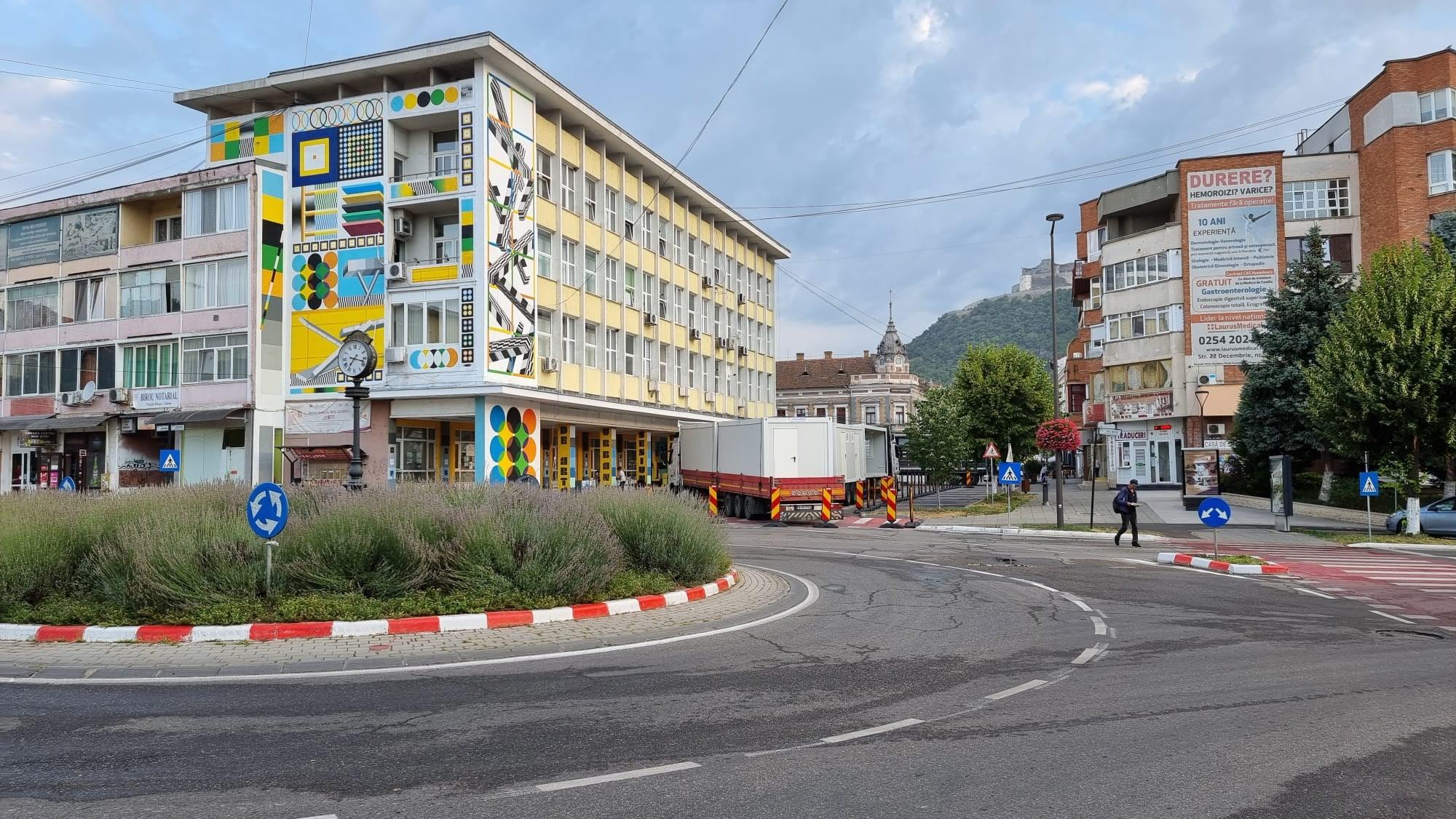 A început amenajarea de șantier pentru lucrările de modernizare a centrului istoric al Devei