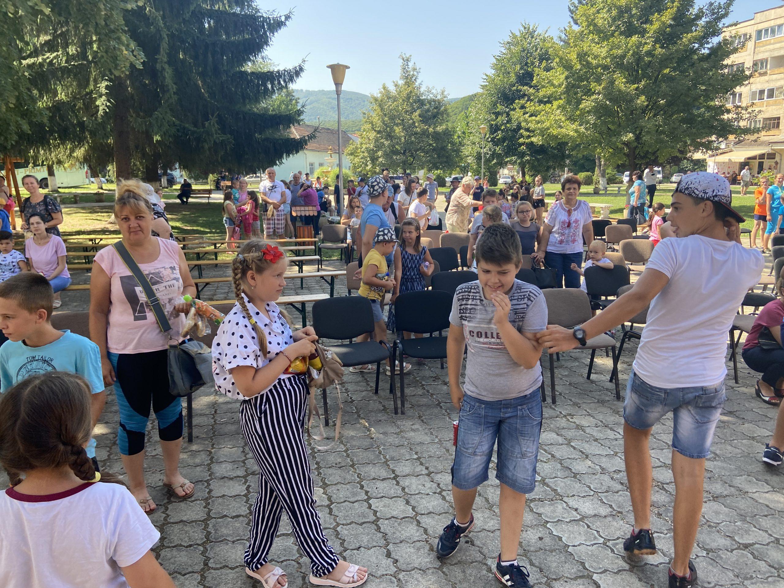 Zeci de copii și învățători din Republica Moldova s-au aflat, timp de cinci zile, în tabără la Vața de Jos