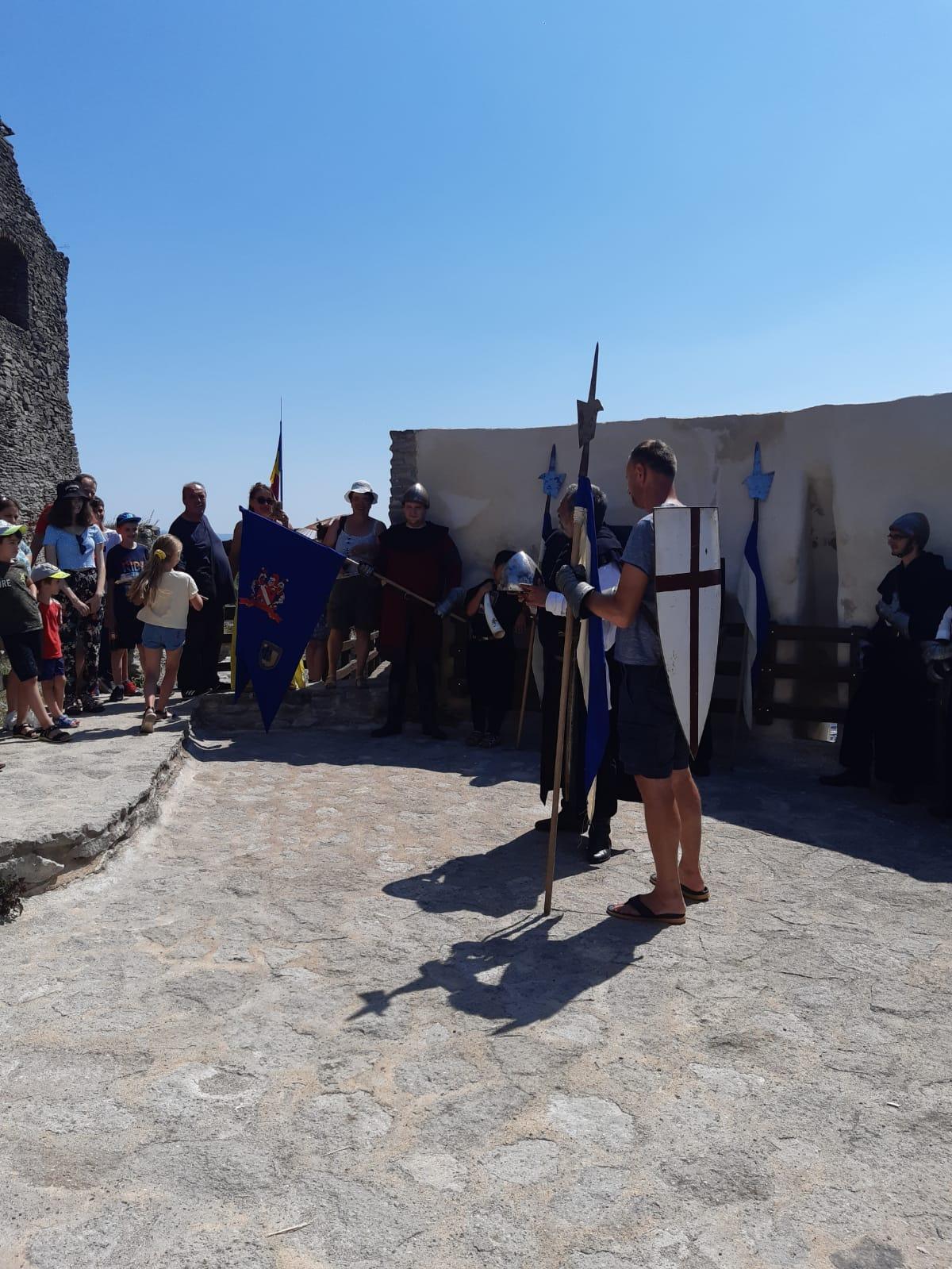 FOTO: Istoria și legendele Cetății Devei, reînviate de oștenii Gărzii