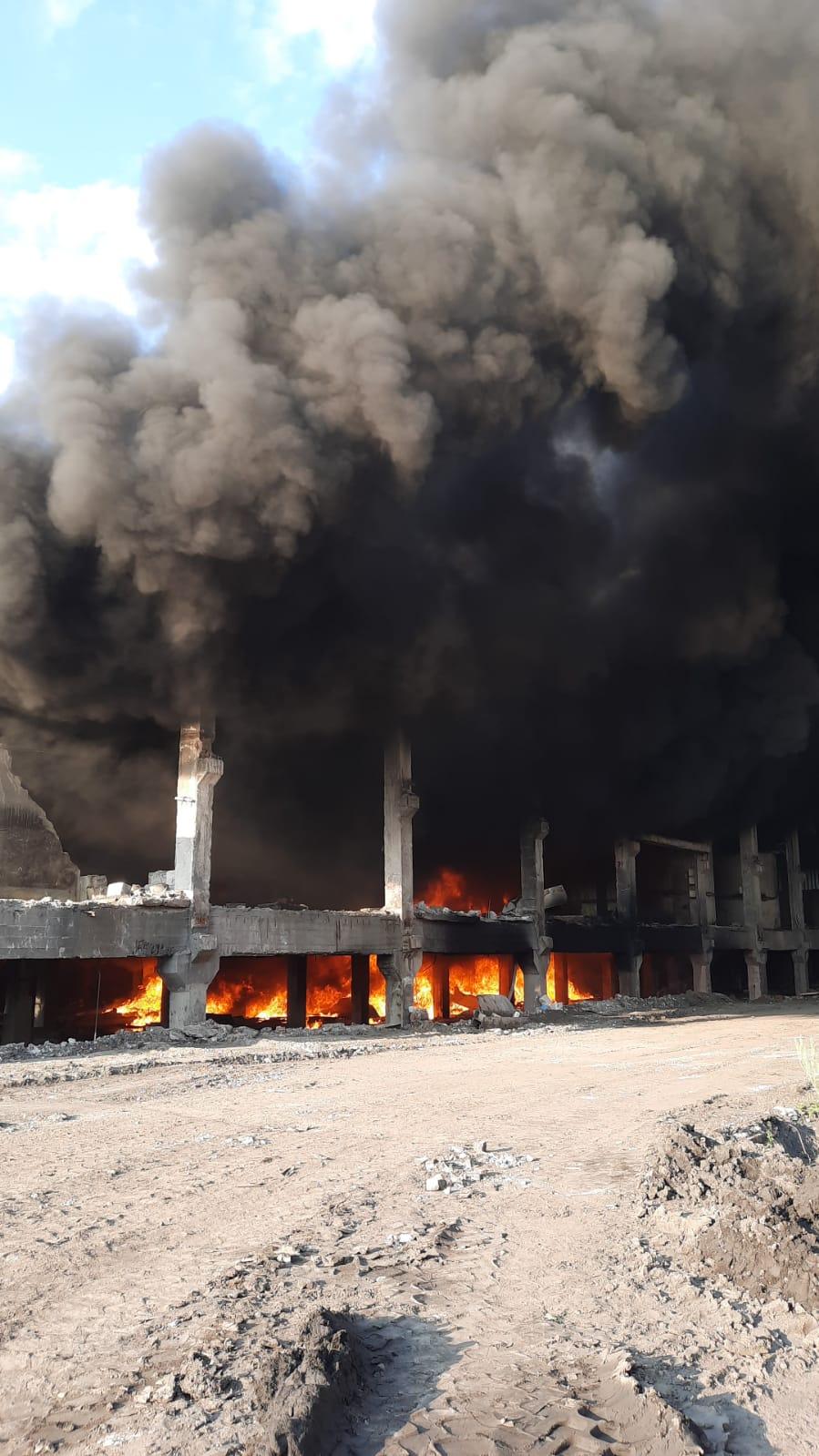 FOTO-VIDEO: Incendiu la Vulcan, în zona Preparației Coroiești. Un nor gros de fum a fost degajat