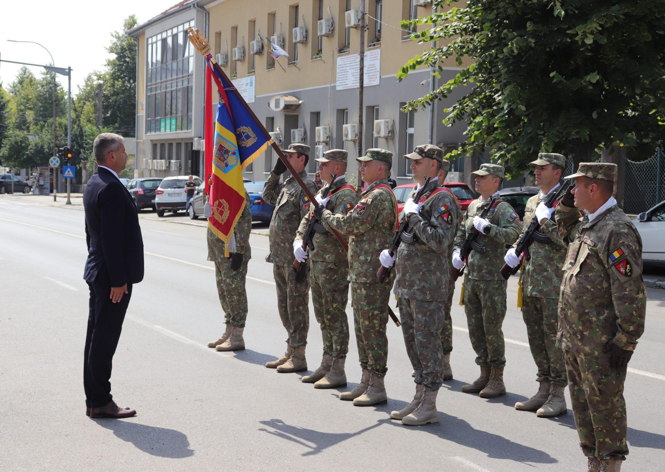 """""""Ziua Imnului Național"""", marcată la Deva. Ceremonial public în Piața Tricolorului din oraș"""