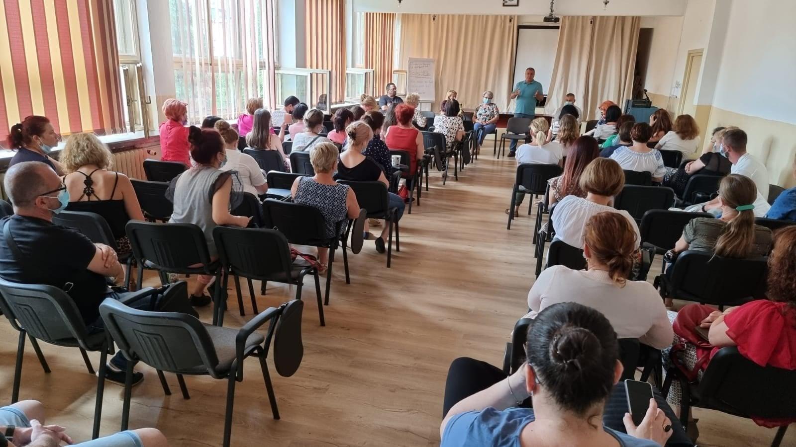 """Toți elevii de la """"Andrei Șaguna"""" își vor desfășura cursurile dimineața"""