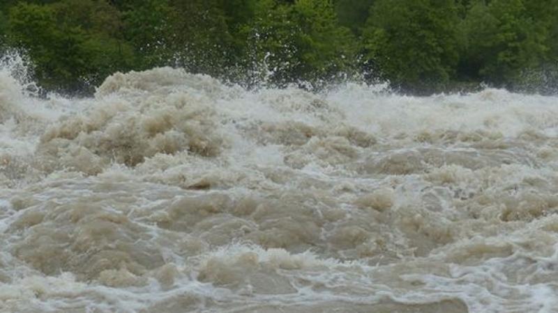 Cod portocaliu de viituri pe râuri din opt județe, între care și Hunedoara, până sâmbătă dimineața