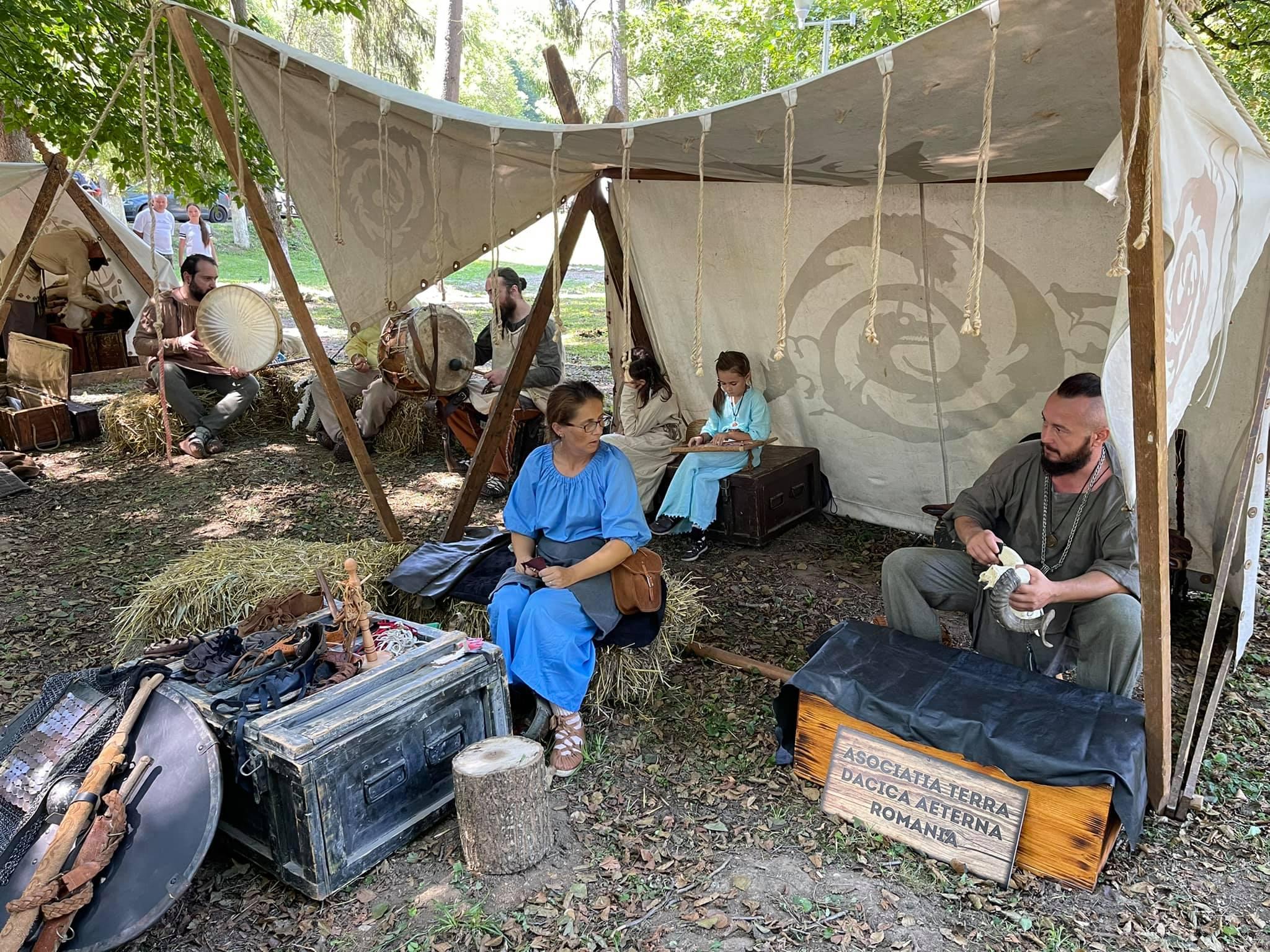"""Festival antic """"AQUA SACRA GERMISARA"""". Ateliere, lupte daco-romane, ritualuri din viața civilă a romanilor sau lupte de gladiatori, prezentate la eveniment"""