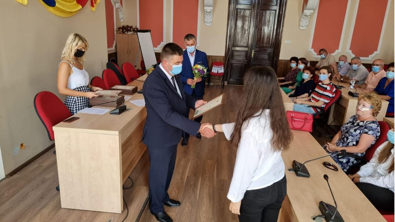 Elevii de nota 10 la Bacalaureat și profesorii care i-au pregătit au fost premiați de Primăria Deva