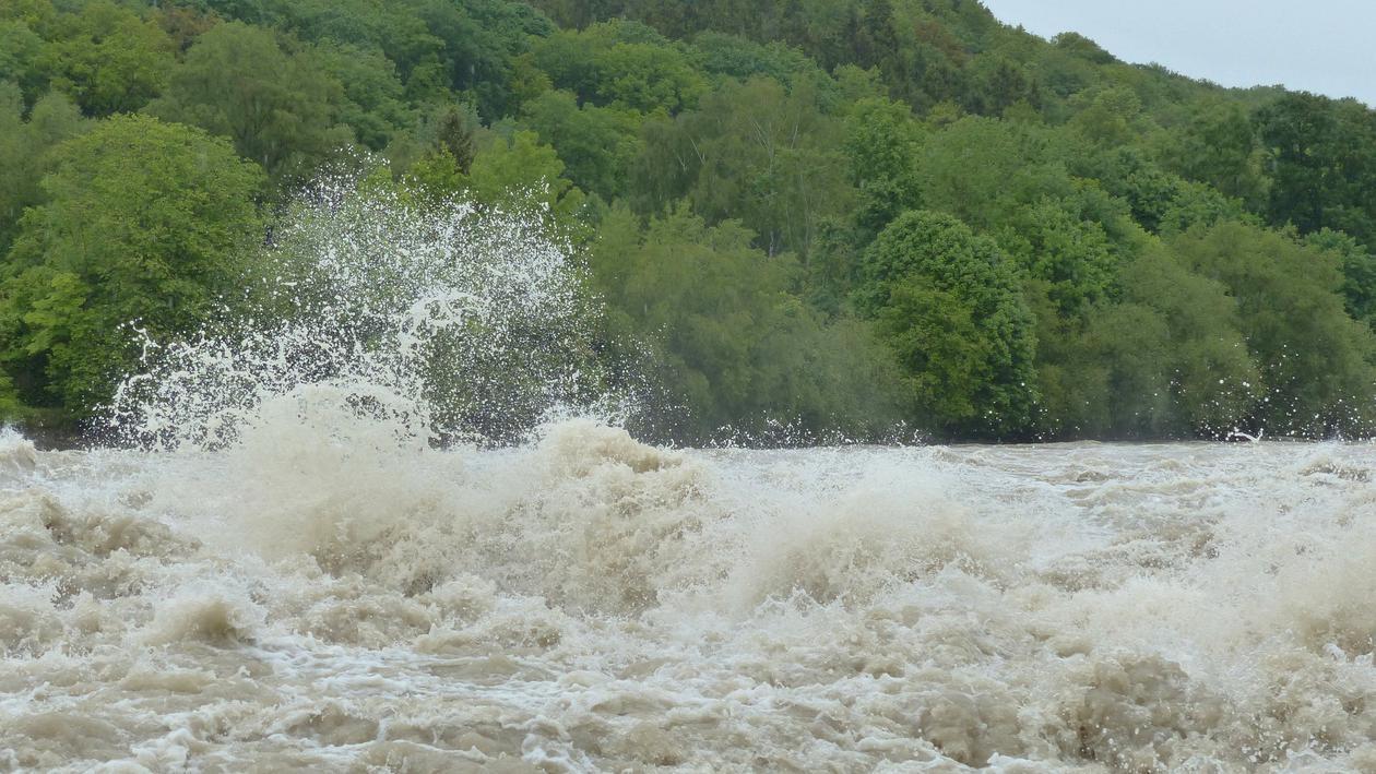 Atenționare și de la hidrologi. Cod galben și portocaliu de inundații pe râuri din Hunedoara și alte județe din țară