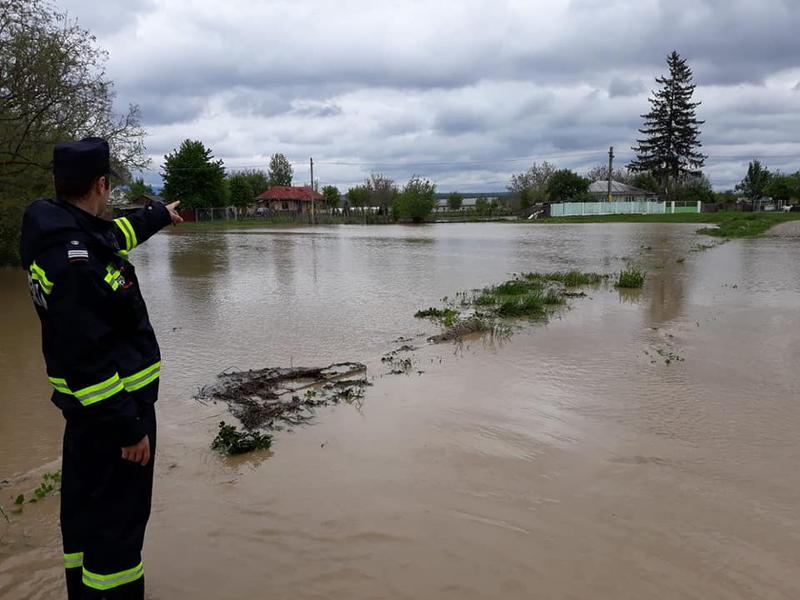 Pericol de viituri pe mai multe râuri și afluenți din județ și țară