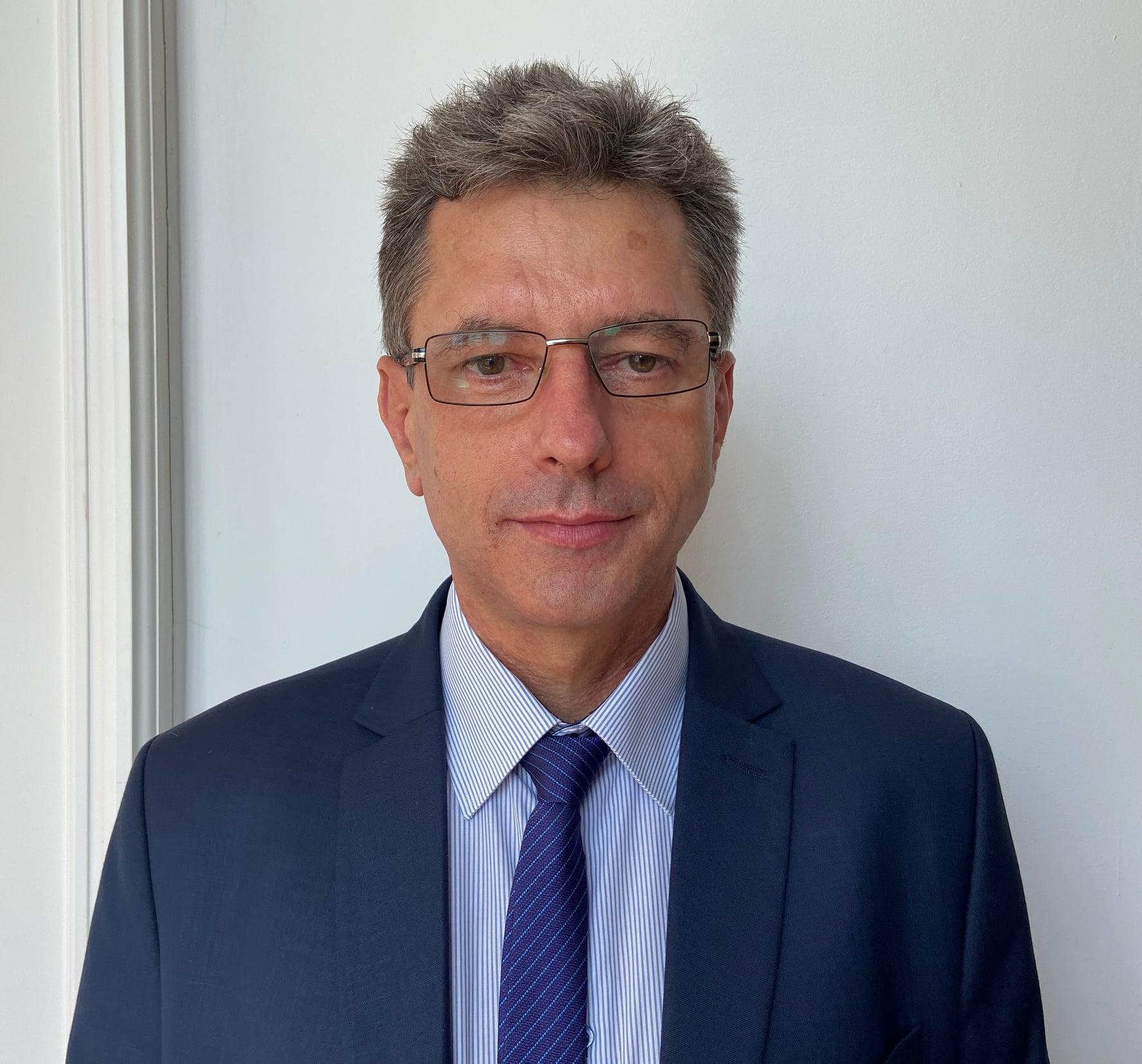 A fost numit secretarul general al Instituției Prefectului județul Hunedoara