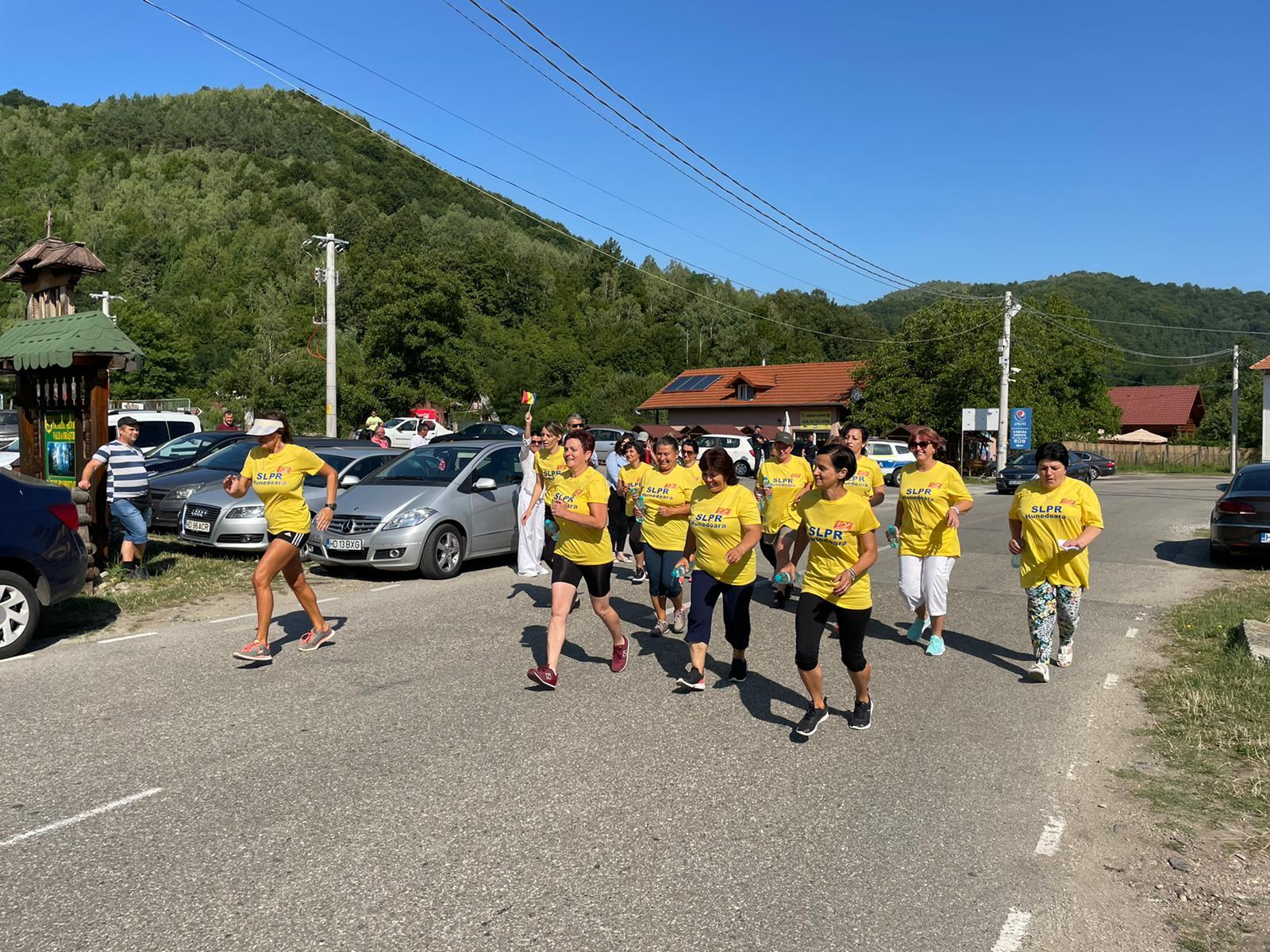"""""""Marșul factorilor poștali"""", faza județeană. Peste 20 de concurenți au alergat astăzi la Costești"""