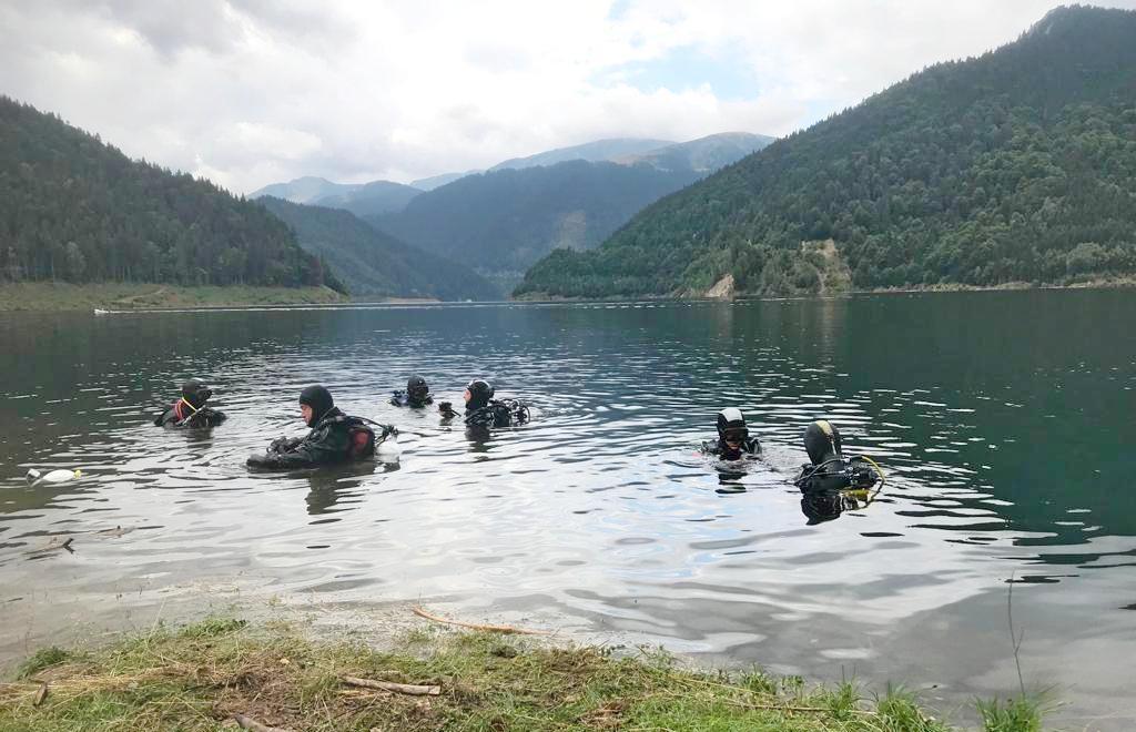 Scafandrii salvamontiști din România se antrenează în Retezat, la Gura Apeor