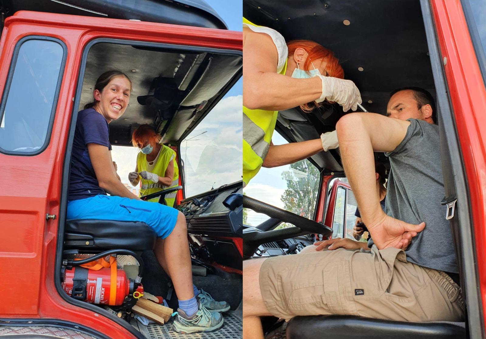 Cuplu de elvețieni, venit să facă voluntariat în România, s-a vaccinat la Drive Thru Deva