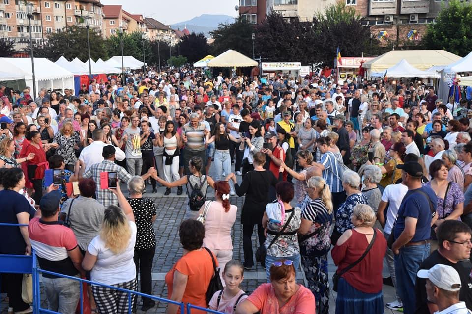 """Au fost trei zile de sărbătoare și voie bună, la Petroșani. Mii de oameni, prezenți la """"Zilele Municipiului"""""""