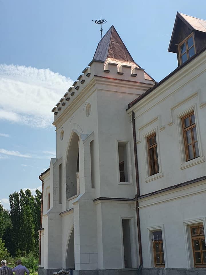 Castelul contelui Nopcsa din Săcel își recapătă strălucirea de odinioară