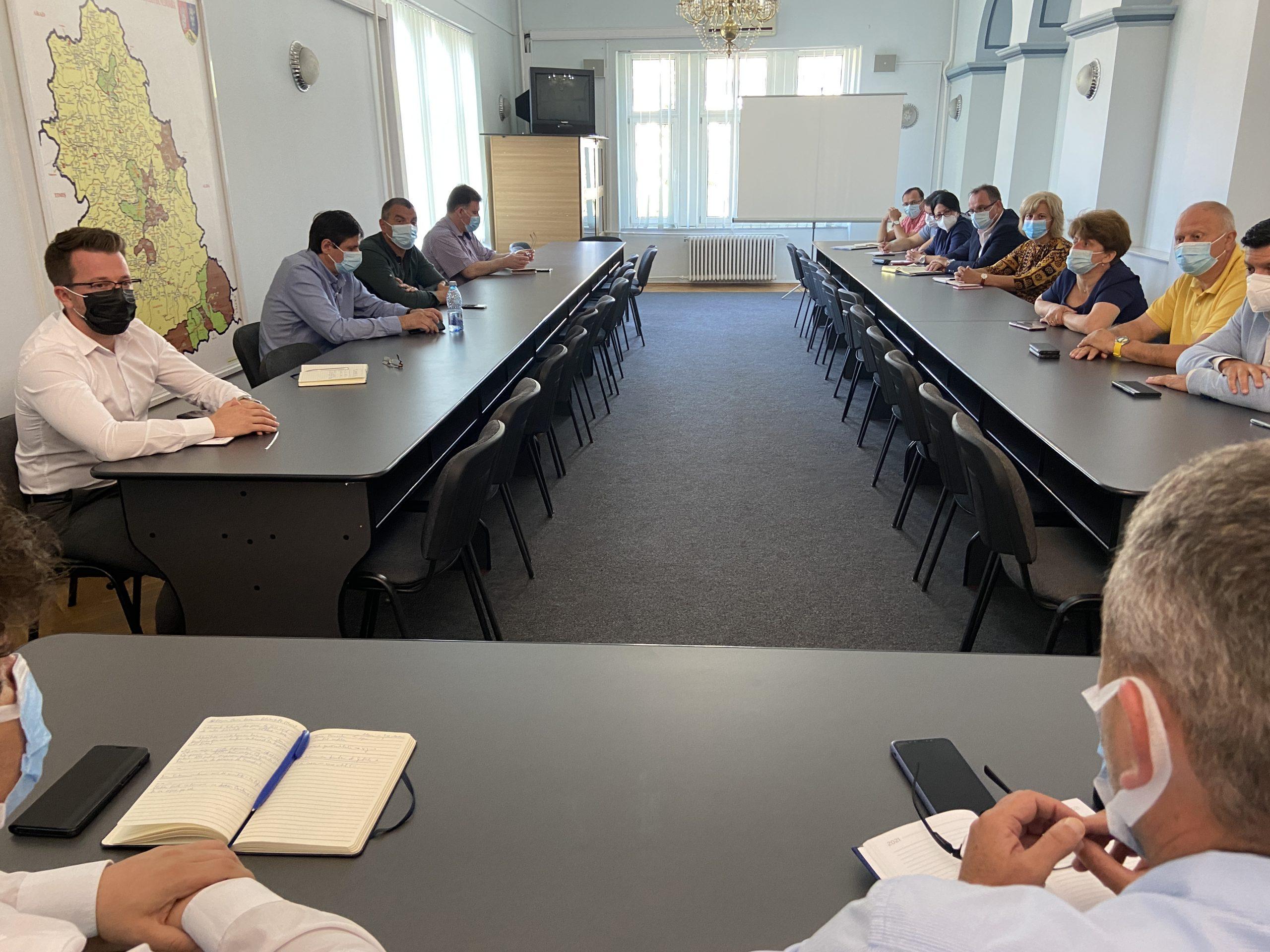 Întâlnire a prefectului cu managerii unităților spitalicești, pentru pregătirea spitalelor pentru valul 4 al pandemiei