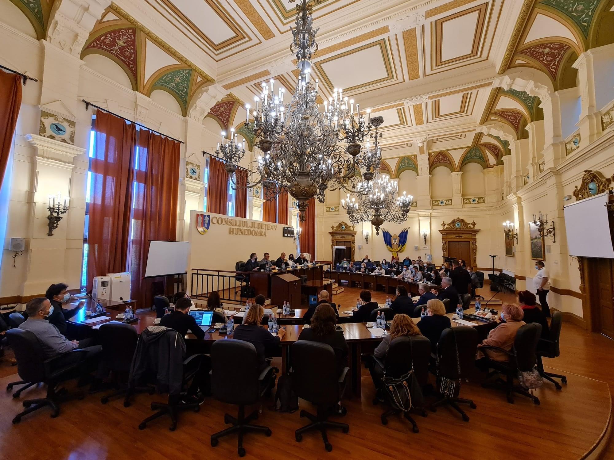 A început lucrul la noua Strategie de Dezvoltare a județului. Colaborare între CJ Hunedoara și Academia România