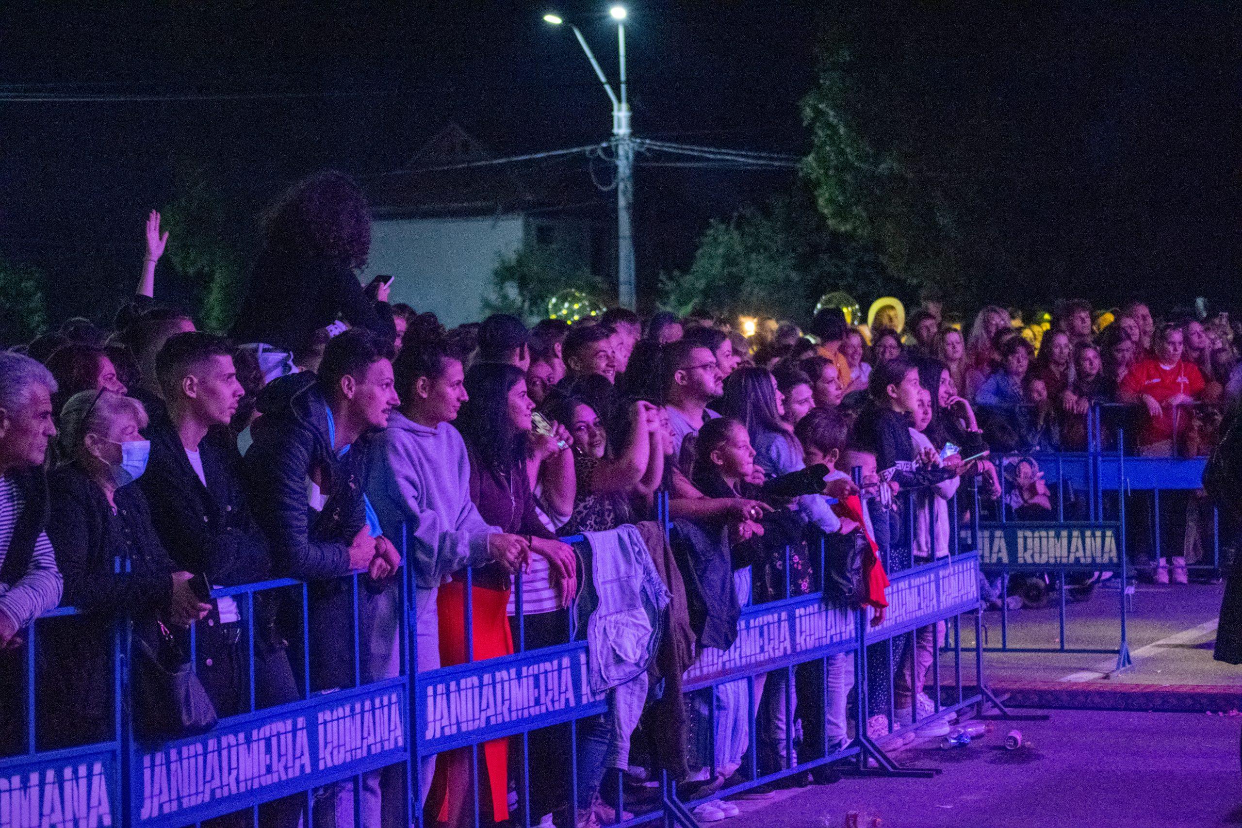 """Au fost trei zile de distracție la Deva. 3 Sud Est, Andra și alți artiști au urcat pe scenă la """"Serbările Cetății"""""""