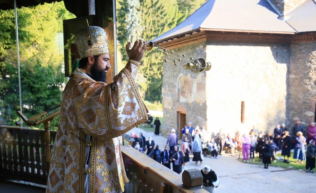 """Mănăstirea Prislop și-a sărbătorit cel de-al doilea hram, de """"Înălțarea Sfintei Cruci"""""""