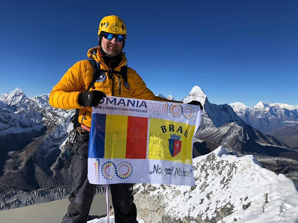 FOTO  A reușit! Brădeanul Radu Pavel a cucerit Vârful Island Peak, din Munții Himalaya
