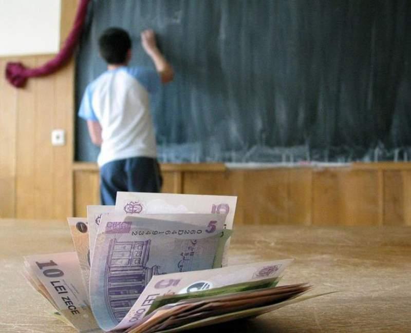 """Anchete sociale pentru elevii care solicită """"Bani de liceu"""""""